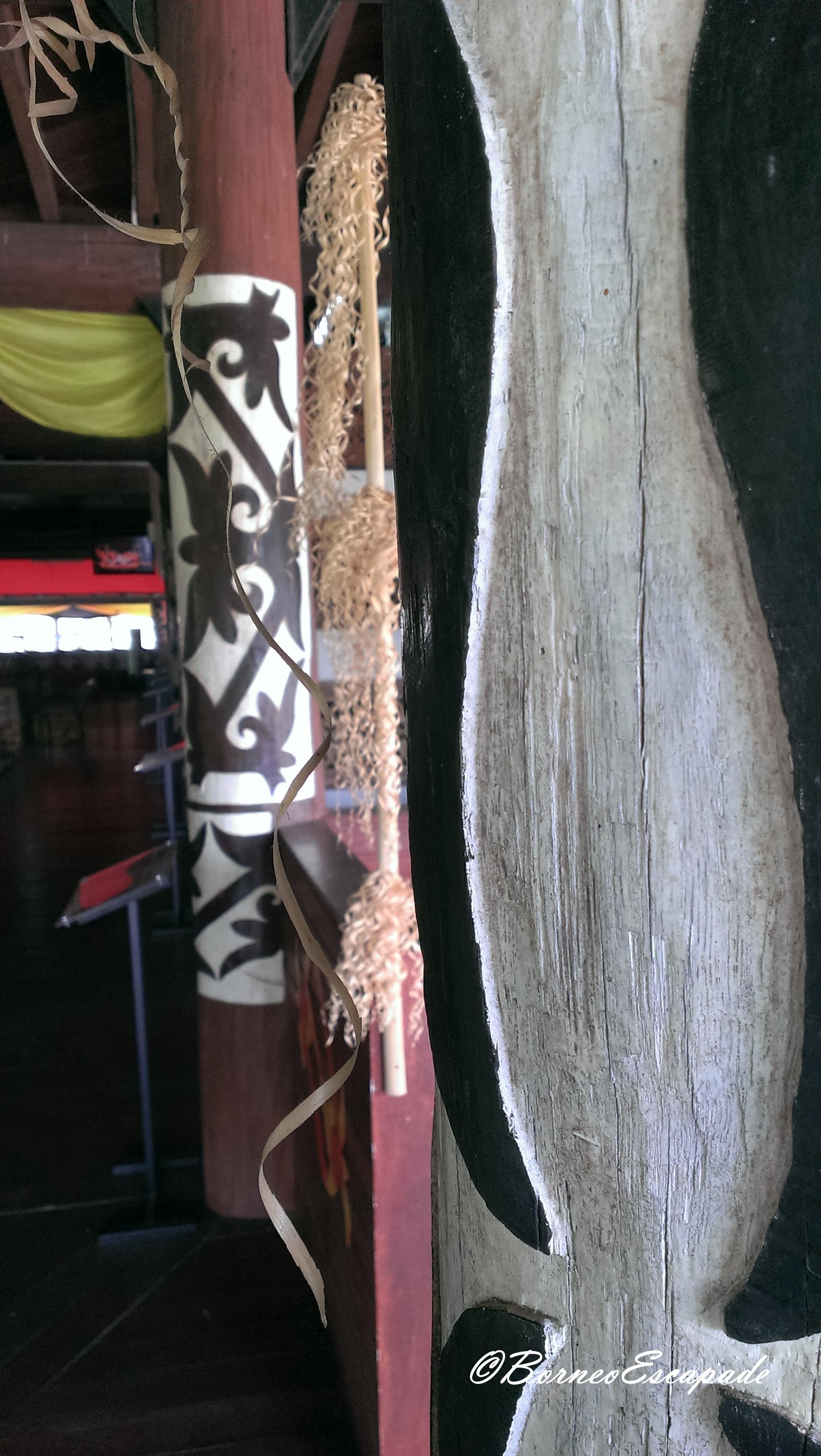 Wood carving on pillars known as SINIMPUNG